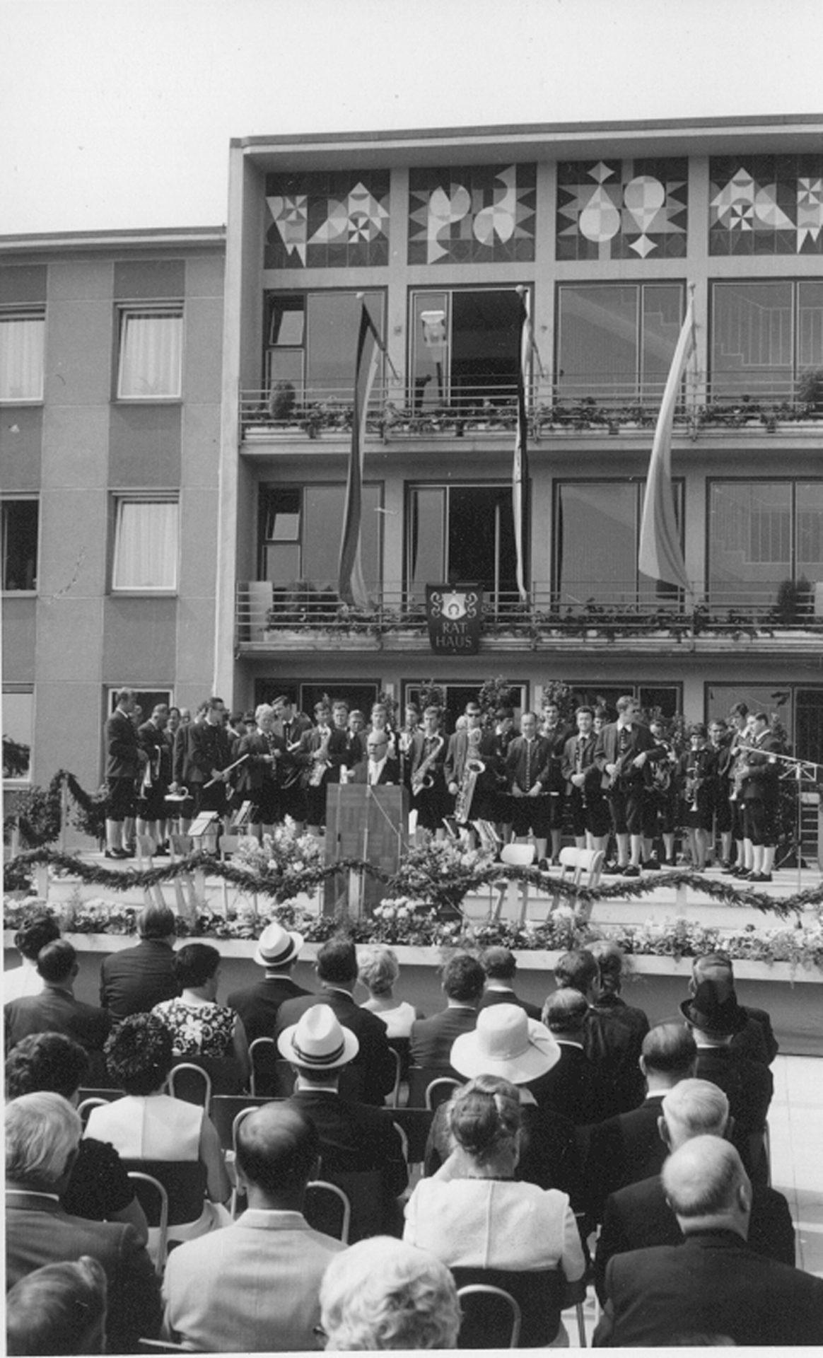 Die Stadtkapelle Bobingen bei der Feier zur Stadterhebung 1969