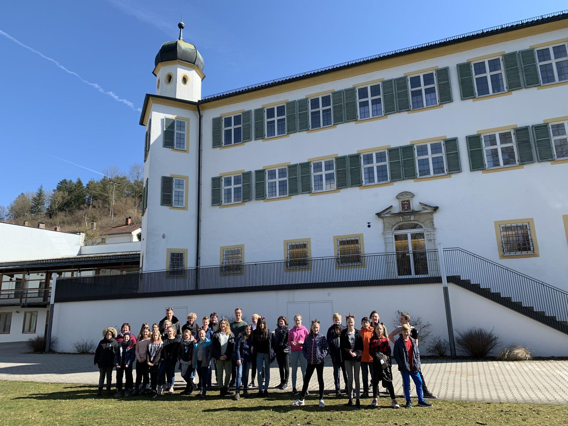 Ohrenwecker vor Schloss Pfünz